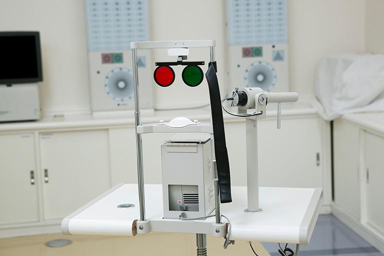 ヘスチャート(眼球運動検査)眼球運動を測定します