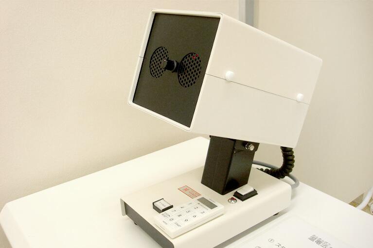 卓上式温罨法器目を温めて、メヤニの治療等を行います